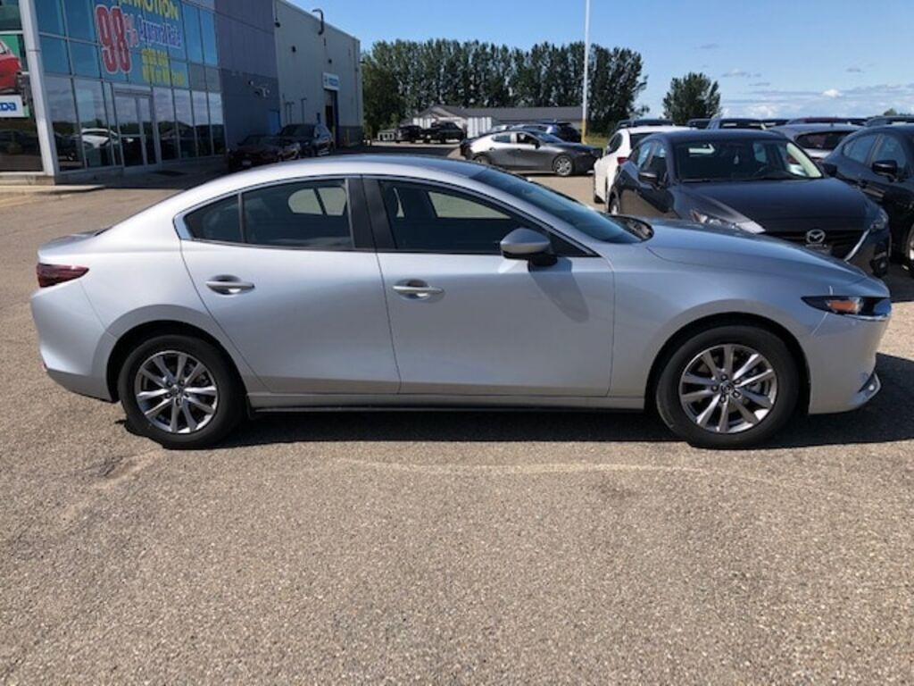 Pre-Owned 2019 Mazda3 GS USED DEMO Heated Seats Dual Climate